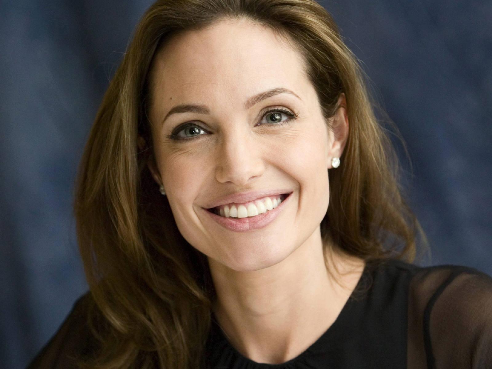 Free Landscape Wallpaper Hd Angelina Jolie Smile Wallpaper 50330 1600x1200px