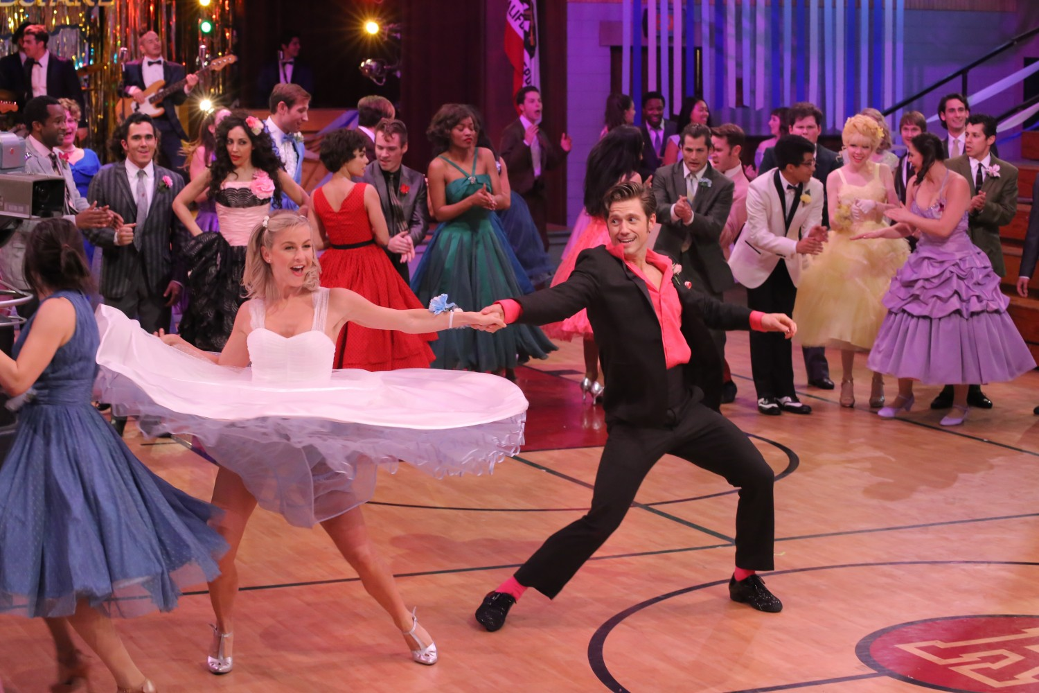 Pink Tv Online Ratings Update Fox 39s Quotgrease Live Quot Draws 12 2m Viewers