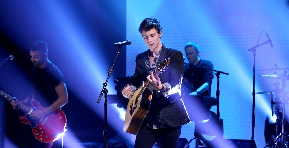 Despacito Wallpaper Hd Shawn Mendes Quot There S Nothing Holdin Me Back Quot Takes