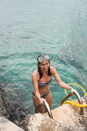 diving off rock cliffs (1)