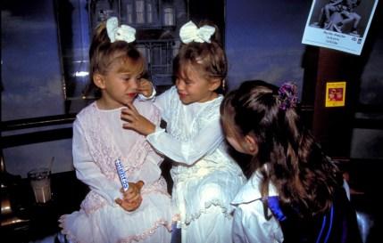 Mary-Kate Olsen in Ashley Olsen v Planetu Hollywood, 1993.