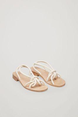 COS, sandali z vozlom