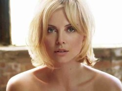 Small Of Charlize Theron Height