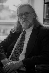مارك إدموندسن- أستاذ الإنجليزية في جامعة فيرجينيا