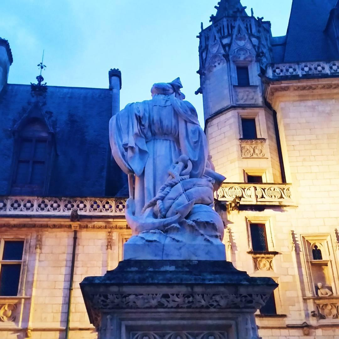 Statue Jacques Cœur & Contrastes