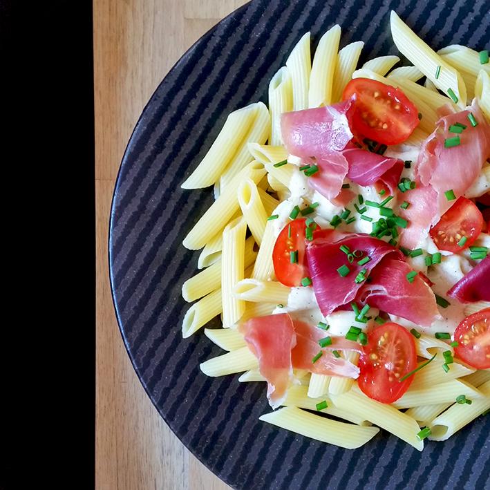 Penne Crème de Parmesan, jambon cru & tomates cerises