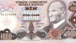 Σε νέα επίπεδα ρεκόρ η πτώση της τουρκικής λίρας έναντι δολαρίου και ευρώ.