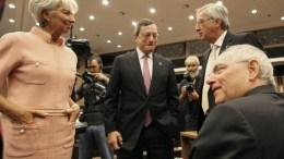 FILE PHOTO: Η κ. Κριστίν Λαγκάρντ με τους κ. Ντράγκι, Γιούνκερ και Σόιμπλε. Φωτογραφία EUROGROUP