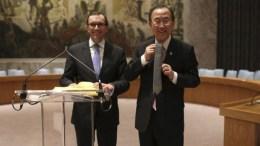 Ο Μπαν κι Μουν με τον Εσπεν 'Αιντα. Photo via United Nations