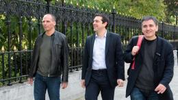 Ο πρωθυπουργός Αλέξης Τσίπρας με τον Ευκλείδη Τσακαλώτο και τον Γιάνη Βαρουφάκη σε παλιές ...ευτυχισμένες στιγμές... FILE PHOTO: ΑΠΕ-ΜΠΕ, Παντελής Σαίτας