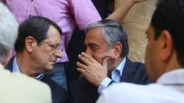 File Photo: Ο Πρόεδρος της Δημοκρατίας κ. Νίκος Αναστασιάδης και ο ηγέτης του κατοχικού καθεστώτος. Φωτογραφία  ΑΡΧΕΙΟΥ: ΠΡΟΕΔΡΙΚΟ ΜΕΓΑΡΟ