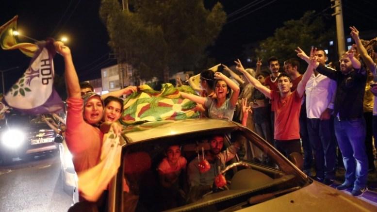 ΦΩΤΟΓΡΑΦΙΑ ΑΡΧΕΙΟΥ: Supporters of the Peoples' Democratic Party (HDP) celebrates after initial results of the Turkish parliamentary elections, in Diyarbakir, Turkey, 07 June 2015. The main pro-Kurdish HDP was polling at 11.5 per cent - granting it the 10-per-cent vote share required to enter parliament for the first time. Turkey's ruling Justice and Development Party (AKP) has won a 42.4-per-cent vote share in parliamentary elections, according to partial results, falling short of a majority to rule alone for the first time since it swept to power in 2002. EPA/SEDAT SUNA