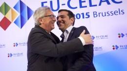 Φωτογραφία ΑΡΧΕΙΟΥ: Ο πρόεδρος της Ευρωπαϊκής Επιτροπής Ζαν Κλοντ Γιούνκερ (Α) υποδέχεται τον πρωθυπουργό Αλέξη Τσίπρα . ΑΠΕ-ΜΠΕ/EUROPEAN COUNCIL/Mario Salerno