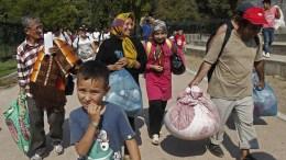 Φωτογραφία Αρχείου: Μετανάστες μεταφέρονται από το Πεδίον του 'Αρεως και καταφτάνουν σε κέντρο φιλοξενίας στον Ελαιώνα, Κυριακή 16 Αυγούστου 2015. ΑΠΕ-ΜΠΕ/ ΑΠΕ-ΜΠΕ/ ΑΛΕΞΑΝΔΡΟΣ ΒΛΑΧΟΣ