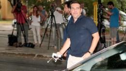 Ο πρωθυπουργός Αλέξης Τσίπρας προσέρχεται στα γραφεία του κόμματος, για τη συνεδρίαση της Πολιτικής Γραμματείας του ΣΥΡΙΖΑ, την Παρασκευή 21 Αυγούστου 2015. ΑΠΕ-ΜΠΕ/ΑΠΕ-ΜΠΕ/Παντελής Σαίτας