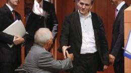 File PHOTO: Greek Finance minister Euclid Tsakalotos (R) and German Finance Minister Wolfgang Schaeuble (L). EPA, OLIVIER HOSLET