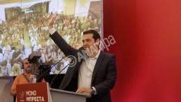 Ο πρώην πρωθυπουργός και πρόεδρος του ΣΥΡΙΖΑ, Αλέξης Τσίπρας, χαιρετάει από το βήμα μετά το τέλος της ομιλίας του στην Πανελλαδική συνδιάσκεψη του κόμματος, στον Πολυχώρο Πολιτισμού «ΑΘΗΝΑΪΣ», το Σάββατο 29 Αυγούστου 2015. Πανελλαδική συνδιάσκεψη, με συμμετοχή των μελών της ΚΕ, των μελών των Νομαρχιακών Επιτροπών και των βουλευτών του ΣΥΡΙΖΑ, όπου και θα αποφασιστεί το εκλογικό-κυβερνητικό πρόγραμμα. ΑΠΕ-ΜΠΕ/ΑΠΕ ΜΠΕ/ΓΙΑΝΝΗΣ ΚΟΛΕΣΙΔΗΣ