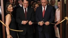 ΦΩΤΟΓΡΑΦΙΑ ΑΡΧΕΙΟΥ: Ο Πρόεδρος της Δημοκρατίας κ . Νίκος Αναστασιάδης τελεί, μαζί με τον κατοχικό ηγέτη κ. Μουσταφά Ακιντζί, τα εγκαίνια της έκθεσης «Οι Προσωπικές Συλλογές του Γλαύκου Κληρίδη». Φωτογραφία ΧΡΗΣΤΟΣ ΑΒΡΑΑΜ