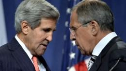 Οι υπουργοί Εξωτερικών ΗΠΑ και Ρωσίας, Τζον Κέρι και Σεργκέι Λαβρόφ. Φωτογραφία αρχείου. EPA, MARTIAL TREZZINI