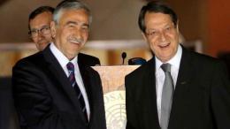 Ο Πρόεδρος της Κυπριακής Δημοκρατίας Νίκος Αναστασιάδης με τον κατοχικό ηγέτη. Φωτογραφία CNA, ΦΙΛΕΛΕΥΘΕΡΟΣ