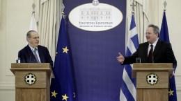 Ο υπουργός Εξωτερικών, Νίκος Κοτζιάς (Δ) και ο υπουργός Εξωτερικών της Κυπριακής Δημοκρατίας, Ιωάννης Κασουλίδης (Α), κάνουν δηλώσεις μετά το τέλος της συνάντησης τους στο Υπουργείο Εξωτερικών, στην Αθήνα. ΑΠΕ-ΜΠΕ, ΓΙΑΝΝΗΣ ΚΟΛΕΣΙΔΗΣ