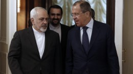 A file pictutres showing Iranian Foreign Minister Mohammad Javad Zarif (L) and Russian Foreign Minister Sergei Lavrov (R). EPA/MAXIM SHIPENKOV
