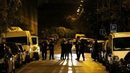 Φωτογραφία Αρχείου: French police members participate in an operation in the city center of Saint Denis, near Paris, France, 18 November 2015. EPA, YOAN VALAT