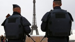 FILE PHOTO.  Υπό δρακόντεια μέτρα ασφαλείας οι εορτασμοί για την έλευση του 2018 στη Γαλλία. EPA, GUILLAUME HORCAJUELO