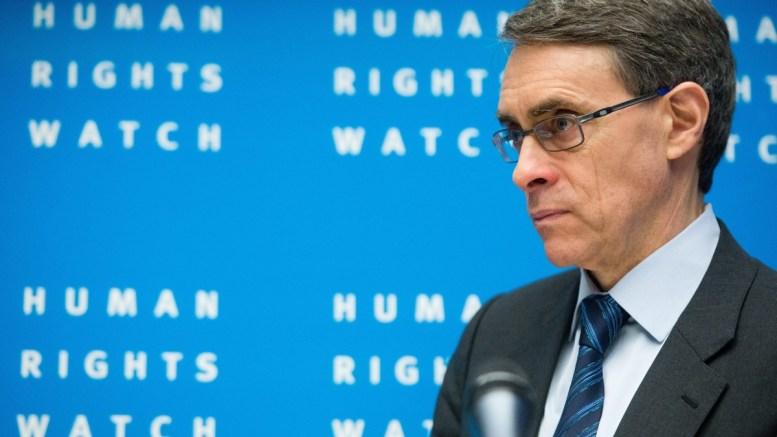 Φωτογραφία Αρχείου:  Executive Director of Human Rights Watch, Kenneth Roth, presents the annual report 2014 of the human rights organization Human Rights Watch in Berlin, Germany, 21 January 2014. EPA/MAURIZIO GAMBARINI