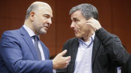 A file picture showing European Commissioner in charge of Economic and Financial Affairs, Pierre Moscovici (L) and Greek Finance Minister Euclid Tsakalotos (R). EPA, OLIVIER HOSLET