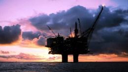 Τάσεις σταθεροποίησης παρουσιάζουν οι τιμές του πετρελαίου στις ασιατικές αγορές, καθώς υπάρχουν ενδείξεις για την εφαρμογή της συμφωνίας μείωσης της παραγωγής. EPA, STATOILHYDRO, OYVIND HAGEN - HANDOUT NORWAY OUT