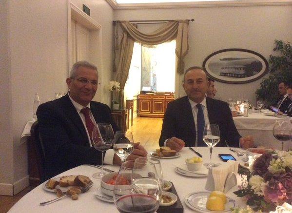 File Photo: Ο Ανδρος Κυπριανού με τον Τούρκο υπουργό Εξωτερικών Τσαβούσογλου. Φωτογραφία via Twitter, @Akel