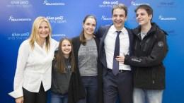 O πρόεδρος της ΝΔ Κυριάκος Μητσοτάκης, φωτογραφίζεται με την οικογένεια του. ΑΠΕ-ΜΠΕ, ΓΡΑΦΕΙΟ ΤΥΠΟΥ Κ. ΜΗΤΣΟΤΑΚΗ, ΔΗΜΗΤΡΗΣ ΠΑΠΑΜΗΤΣΟΣ