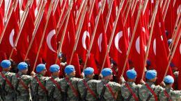 FILE PHOTO: Εικόνα ντροπής... Ο τουρκικός κατοχικός στρατός παρελαύνει στον κατεχόμενο κυπριακό βορρά. Φωτογραφία ΦΙΛΕΛΕΥΘΕΡΟΣ