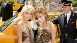 Mary-Kate (R) and Ashley Olsen arrive in a New York City Taxi for their gala premiere of 'New York Minute' at the Tribeca Film Festival in downtown Manhattan 04 May 2004.  EPA/PETER FOLEY