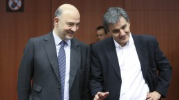 FILE PHOTO. Greek Finance Minister Eucleidis Tsakalotos (R) and European Commissioner in charge of Economic and Financial Affairs, Pierre Moscovici (L). EPA, OLIVIER HOSLET