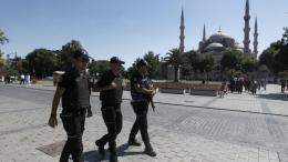 Ενισχύονται τα μέτρα ασφαλείας στην Κωνσταντινούπολη ενόψει της Πρωτοχρονιάς, δεκάδες συλλήψεις πριν από την επέτειο της επίθεσης της περυσινής παραμονής του Νέου Έτους. Φωτογραφία ΚΥΠΕ.