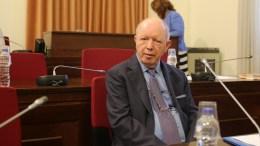 Φωτογραφία ΑΡΧΕΙΟΥ. Ο εκδότης Σταύρος Ψυχάρης καταθέτει στη Βουλή . ΑΠΕ-ΜΠΕ, ΑΛΕΞΑΝΔΡΟΣ ΒΛΑΧΟΣ