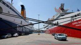 Δεμένα παραμένουν πλοια στο λιμάνι του Πειραιά. ΑΠΕ-ΜΠΕ/Παντελής Σαίτας