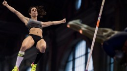 Ekaterini Stefanidi of Greece competes in the women's pole vault competition for the IAAF Diamond League international athletics meeting, at the main railway station in Zurich, Switzerland. EPA, ENNIO LEANZA