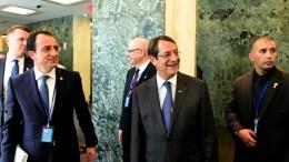 Ο Πρόεδρος της Κύπρου Νίκος Αναστασιάδης με τον κυβερνητικό εκπρόσωπο Νίκο Χριστοδουλίδη. Φωτογραφία ΔΗΜΗΤΡΗΣ ΠΑΝΑΓΟΣ