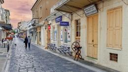 Ο διάσημος πεζόδρομος της Αγοράς στη Χώρα της Ανδρου είναι το κέντρο της πρωτεύουσας του νησιού, Φωτογραφία Θοδωρής Αθανασιάδης, www.viewsofgreece.gr, www.ethnos.gr