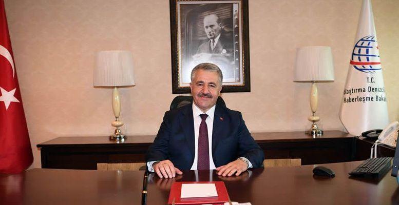 Την ευχή η ελληνοκυπριακή πλευρά να κάνει ό,τι μπορεί και ο κόσμος που διαμένει στην Κύπρο να οικοδομήσει το μέλλον του σε ένα βιώσιμο κλίμα με τη λύση, εξέφρασε ο Τούρκος Υπουργός Μεταφορών, Ναυτιλίας και Επικοινωνιών Αχμέτ Αρλσάν.