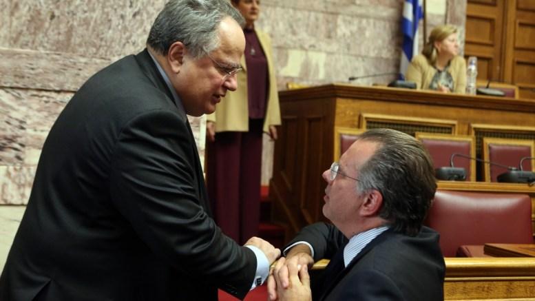 File PHOTO: O ΥΠΕΞ Νίκος Κοτζιάς (Α) μιλά με το βουλευτή της Νέας Δημοκρατίας Γιώργο Κουμουτσάκο (Δ). ΑΠΕ - ΜΠΕ, Αλέξανδρος Μπελτές