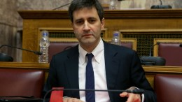 Ο αναπληρωτής υπουργός Οικονομικών Γιώργος Χουλιαράκης στη Βουλή. ΑΠΕ-ΜΠΕ, Παντελής Σαίτας