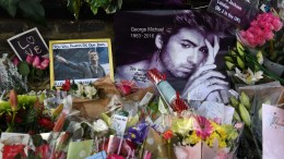 Flowers and tributes lie outside the home of British pop superstar George Michael in London, Britain, 27 December 2016. George Michael died at his home in Goring, Oxfordshire on 25 December 2016. EPA, ANDY RAIN