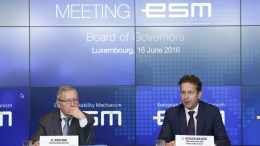 European Financial Stability Facility (EFSF) Managing Director Klaus Regling (L) and Eurogroup president Dutch Finance Minister Jeroen Dijsselbloem (R) at a Eurogroup finance ministers meeting in Luxembourg. EPA, JULIEN WARNAND