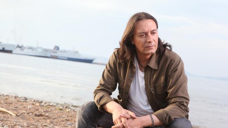 Ο τραγουδιστής Γιάννης Κότσιρας