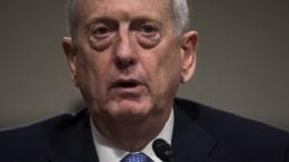 Ο Ντόναλντ Τραμπ θα μεταθέσει στον υπουργό Άμυνας Μάτις την απόφαση για το θέμα της επαναφοράς του εικονικού πνιγμού. EPA/JIM LO SCALZO