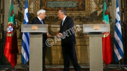 Greek President Prokopis Pavlopoulos (L) and his Portuguese counterpart Marcelo Rebelo de Sousa (R) attend a joint news conference after their meeting at the University of Coimbra, Portugal, 30 January 2017. EPA, PAULO NOVAIS